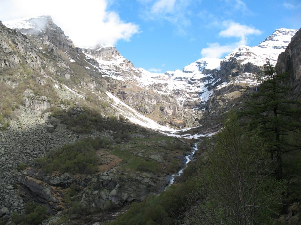 Il Rio Vassola scende dal Vallone omonimo attraversando il Piano di Vassola