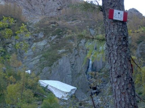 blocco di neve residuo dell'inverno 2009