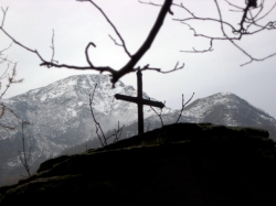Croce su pilone votivo