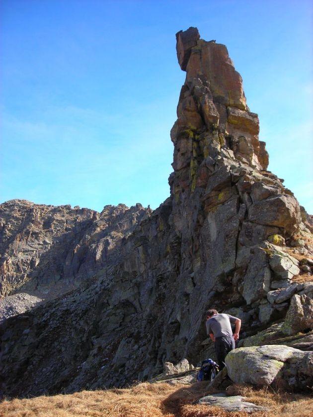 gendarme di gneiss occhiadino al Col di Nora