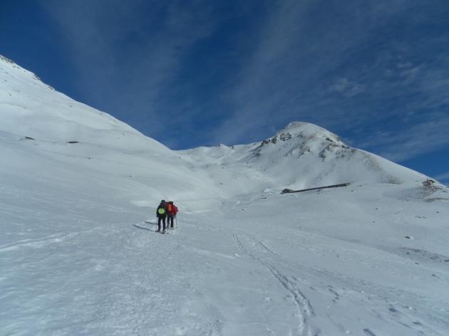 Intravedendo la piccola Cappella Sarteur all'alpe Vascotchaz.