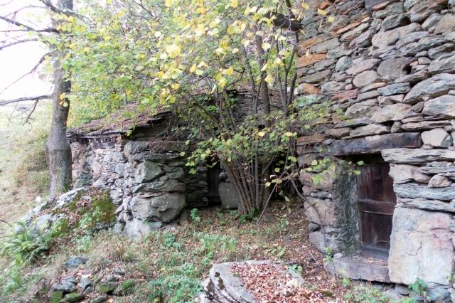 Le baite in pietra Monaviel