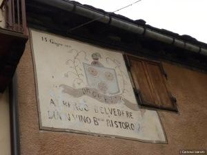 Antica insegna (1817) con lo stemma della famiglia Drovetto, proprietaria.